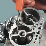 Почему двигатель стреляет в карбюратор: в результате чего возникают хлопки